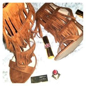 Suede fringe shoes